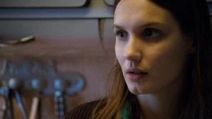 Sophie (Ana Girardot), la femme de ménage de Franck. Crédit : Mars Film