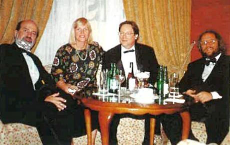 Terrence Malick, sa femme Michèle Morette, John Roberdeau et Robert Geisler en 1992
